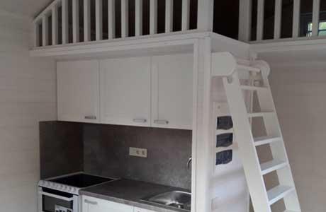 Attefallshus med loft och kök