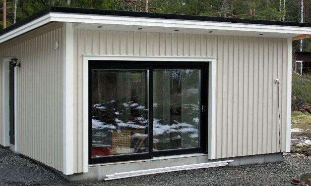 Ett mindre attefallshus i trädgården – lyfter möjligheterna till nya höjder!