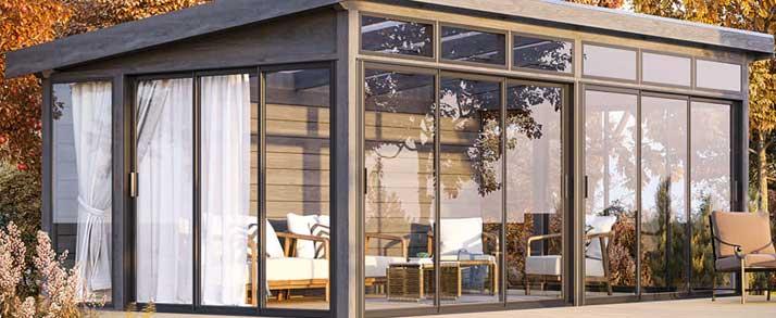 Uterum fristående attefallshus med glaspartier